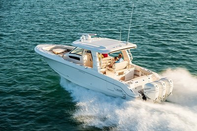 2020 Boston Whaler 350 Realm Photo 1 of 12