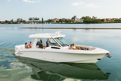 2020 Boston Whaler 350 Realm Photo 2 of 12