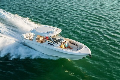 2020 Boston Whaler 350 Realm Photo 3 of 12