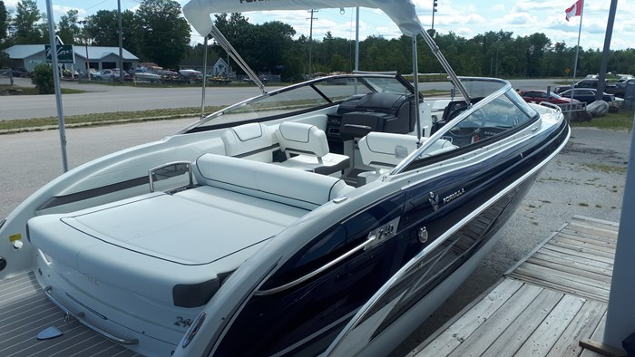 2020 Formula 240 Bowrider Photo 2 of 14