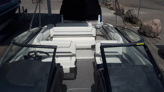 2020 Formula 240 Bowrider Photo 12 of 14