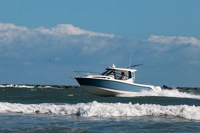 2020 Boston Whaler 325 Conquest Photo 3 of 9
