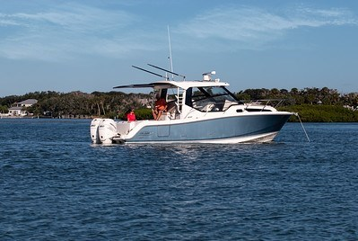 2020 Boston Whaler 325 Conquest Photo 4 of 9