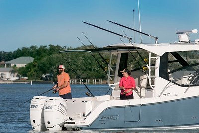 2020 Boston Whaler 325 Conquest Photo 5 of 9