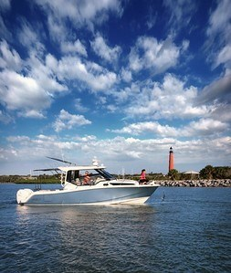 2020 Boston Whaler 325 Conquest Photo 6 of 9