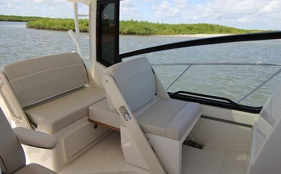 2020 Boston Whaler 325 Conquest Photo 7 of 9