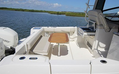 2020 Boston Whaler 325 Conquest Photo 8 of 9