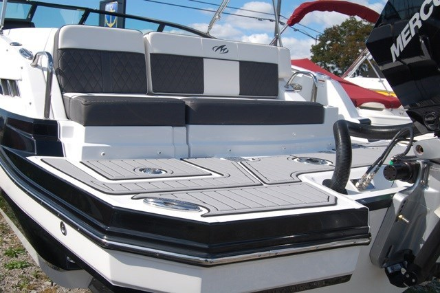 2020 Monterey M45 Photo 3 of 22