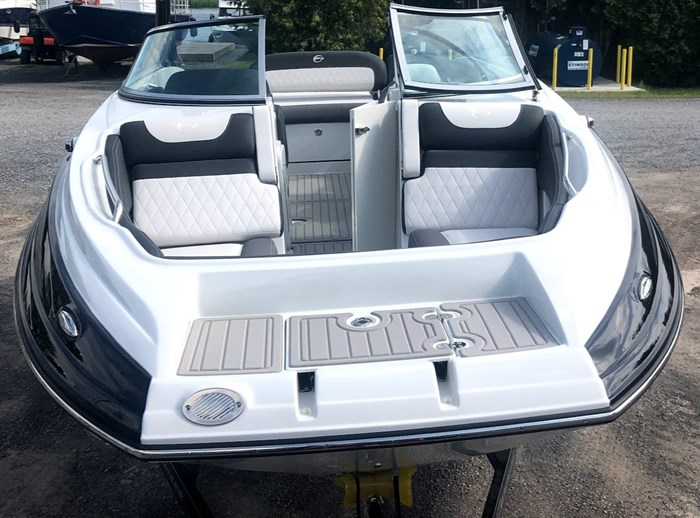 2020 Crownline E235 Surf Photo 3 of 26