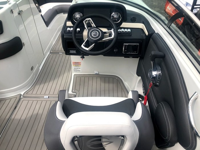 2020 Crownline E235 Surf Photo 8 of 26