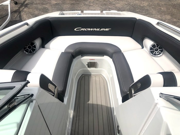 2020 Crownline E235 Surf Photo 11 of 26