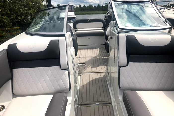2020 Crownline E235 Surf Photo 13 of 26