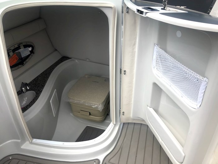 2020 Crownline E235 Surf Photo 18 of 26