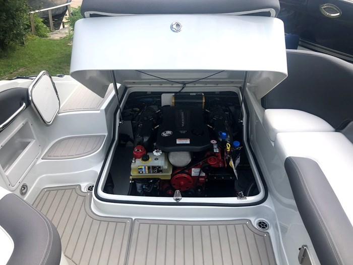 2020 Crownline E235 Surf Photo 24 of 26