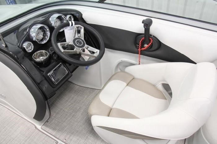 2020 Crownline 205 SS Photo 6 of 17