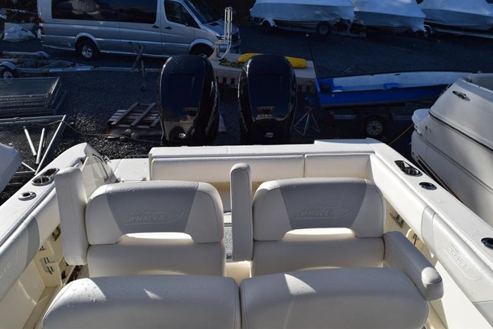 2012 Boston Whaler 280 Outrage Photo 11 sur 12