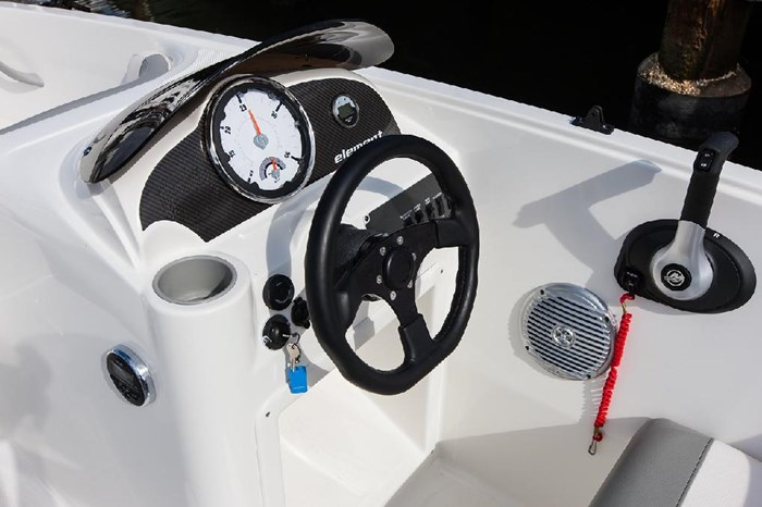 2020 Bayliner E16 Photo 5 of 9
