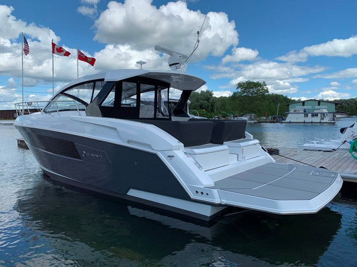 2020 Cruisers Yachts 390 Express Cruiser Photo 1 sur 50