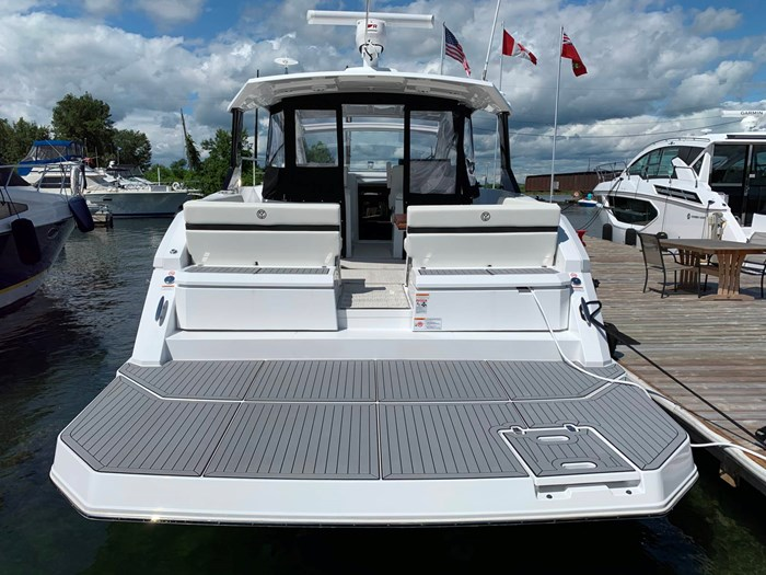 2020 Cruisers Yachts 390 Express Cruiser Photo 4 sur 50