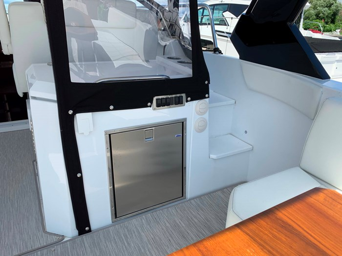 2020 Cruisers Yachts 390 Express Cruiser Photo 11 sur 50