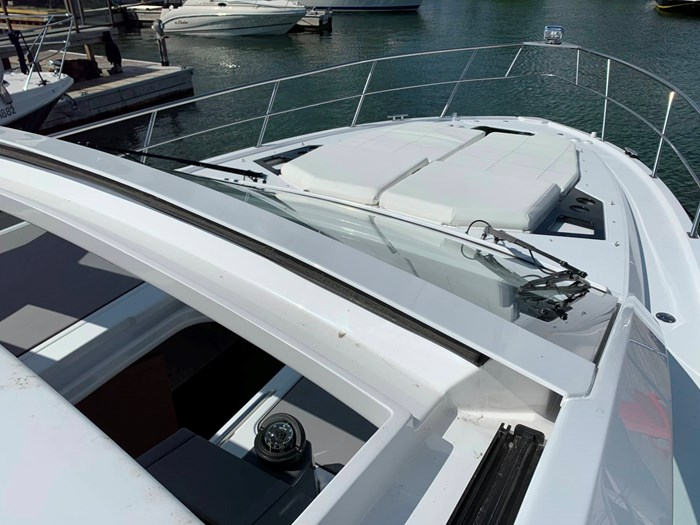2020 Cruisers Yachts 390 Express Cruiser Photo 15 sur 50