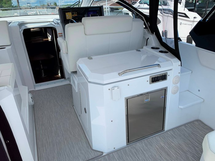 2020 Cruisers Yachts 390 Express Cruiser Photo 19 sur 50