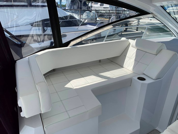 2020 Cruisers Yachts 390 Express Cruiser Photo 22 sur 50