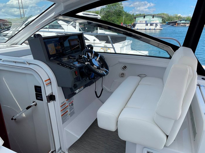 2020 Cruisers Yachts 390 Express Cruiser Photo 23 sur 50