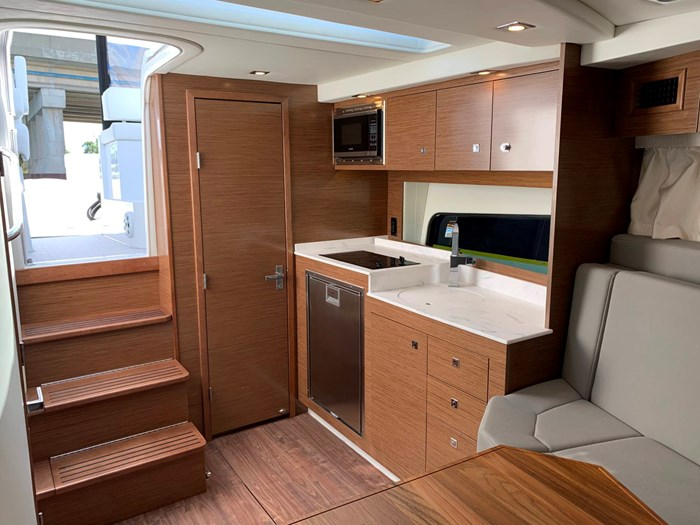 2020 Cruisers Yachts 390 Express Cruiser Photo 30 sur 50
