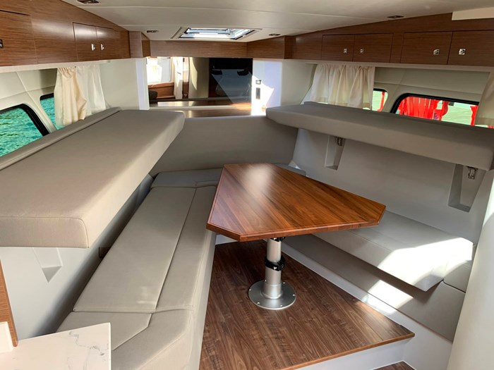 2020 Cruisers Yachts 390 Express Cruiser Photo 32 sur 50