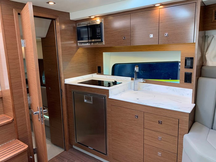2020 Cruisers Yachts 390 Express Cruiser Photo 35 sur 50