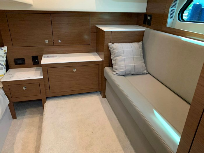 2020 Cruisers Yachts 390 Express Cruiser Photo 38 sur 50