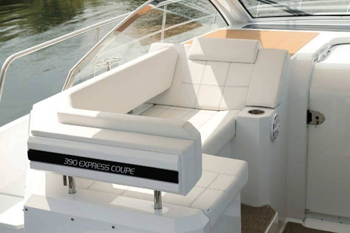 2020 Cruisers Yachts 390 Express Cruiser Photo 11 of 18