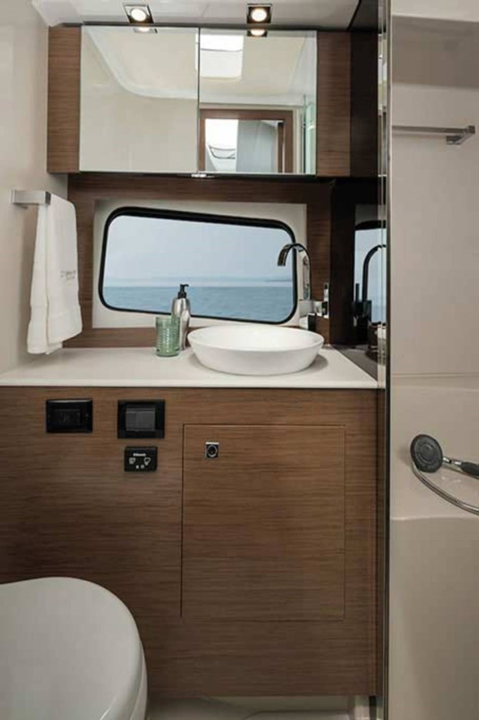 2020 Cruisers Yachts 390 Express Cruiser Photo 17 of 18