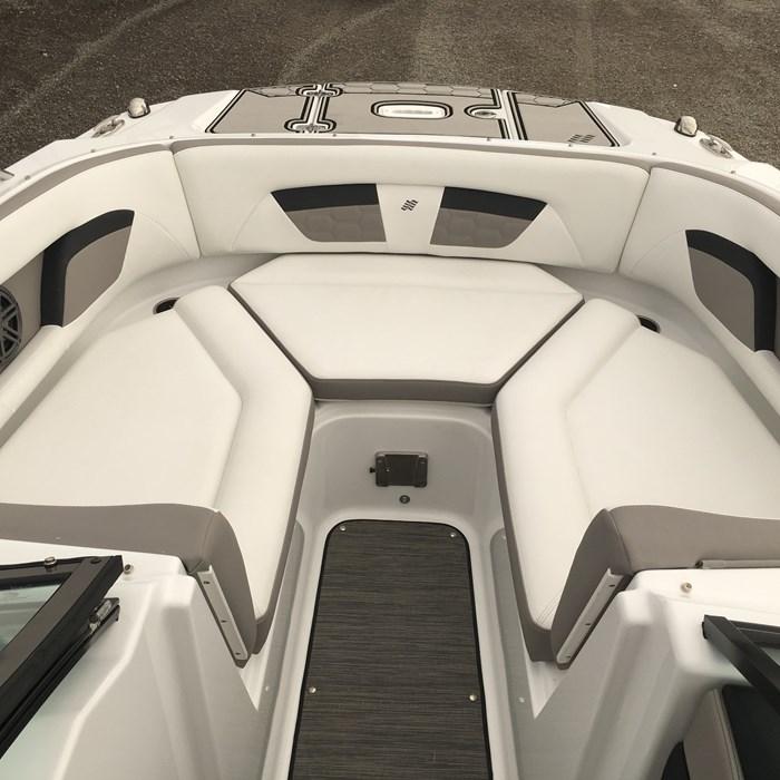 2020 Four Winns HD 220 Surf WB Volvo V6 Forward Drive Trailer Photo 18 of 28