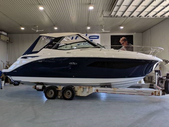 2020 Sea Ray 320 SUNDANCER Photo 2 of 33