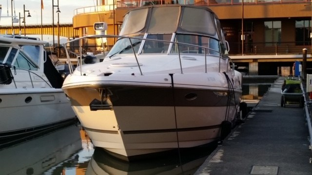 2006 Cruisers Yachts Express 320 Photo 2 sur 33