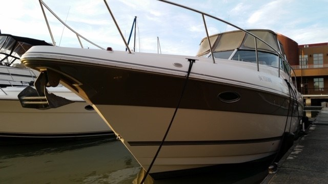 2006 Cruisers Yachts Express 320 Photo 3 sur 33