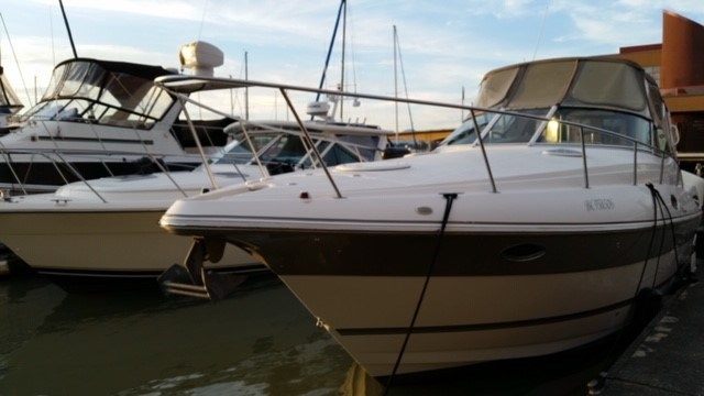 2006 Cruisers Yachts Express 320 Photo 4 sur 33