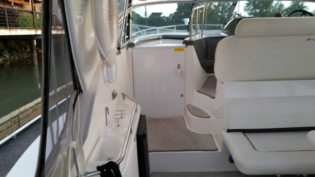 2006 Cruisers Yachts Express 320 Photo 9 sur 33