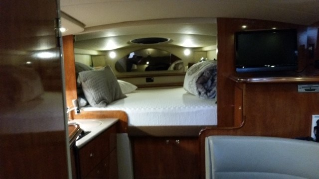 2006 Cruisers Yachts Express 320 Photo 19 sur 33