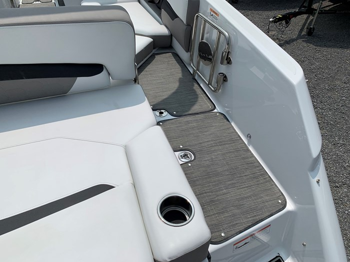 2020 Four Winns HD 240 Mercruiser 6.2L B3 00HP Tandem Trailer Photo 4 of 32