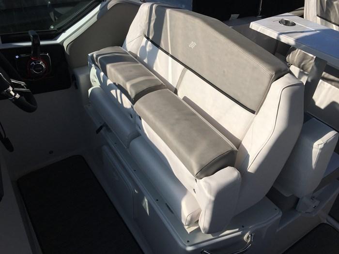 2019 Four Winns V275Volvo V8-300C-M/DP Windlass Photo 8 of 13