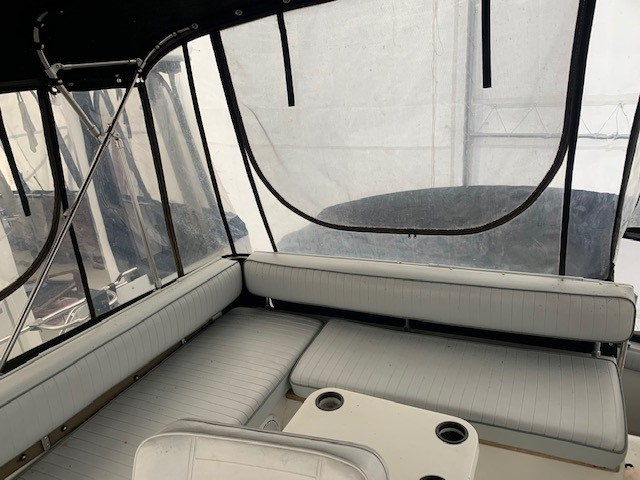 1986 Carver 28 Voyager Photo 7 of 18