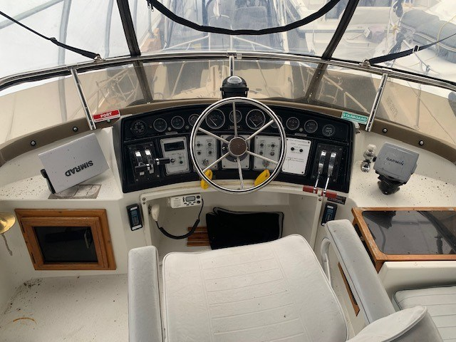 1986 Carver 28 Voyager Photo 8 of 18