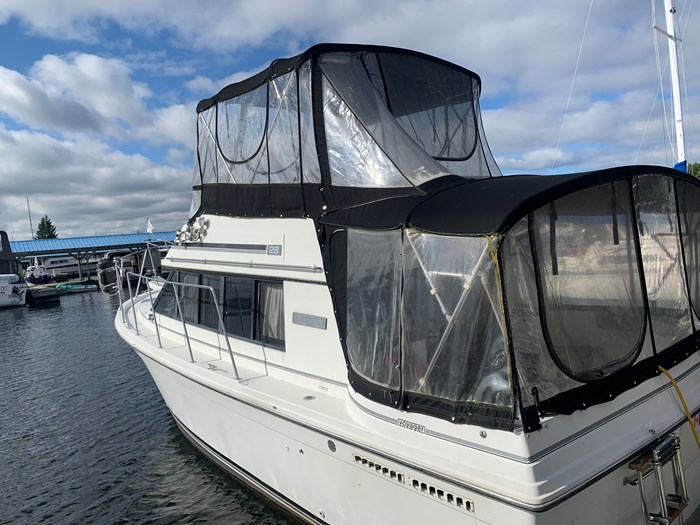 1986 Carver 28 Voyager Photo 1 of 18
