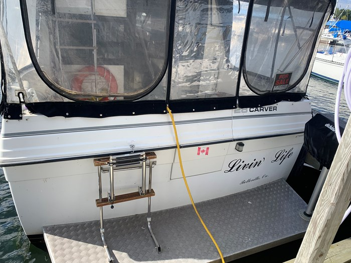 1986 Carver 28 Voyager Photo 2 of 18
