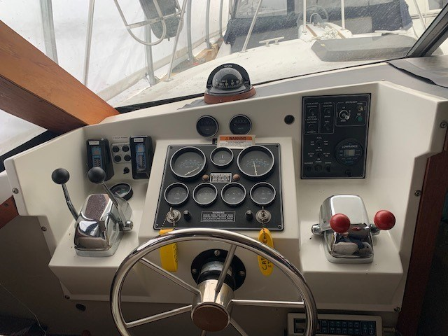 1986 Carver 28 Voyager Photo 9 of 18