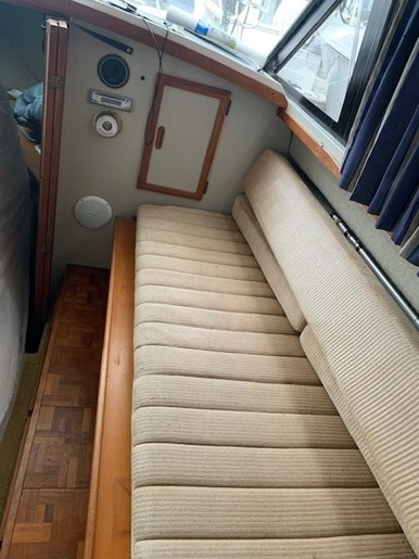 1986 Carver 28 Voyager Photo 14 of 18