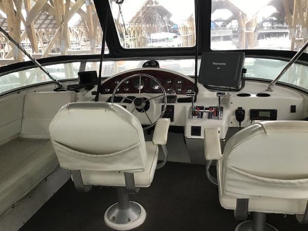 2001 Bayliner 4087 Aft Cabin Motoryacht Photo 3 of 27